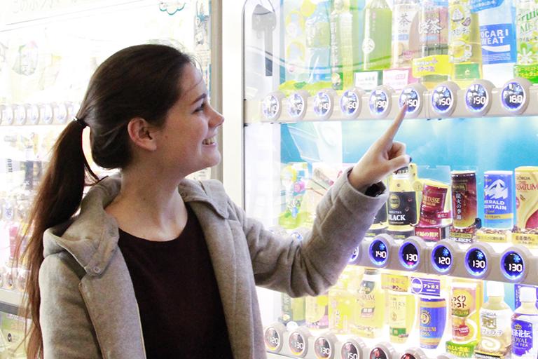 意外! 外国人に聞いた海外の自販機事情。日本の自販機には、おもてなしの精神があふれていた!