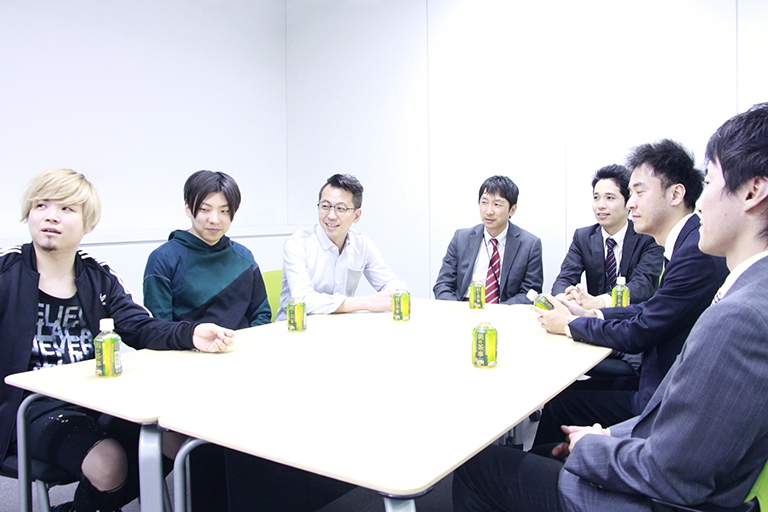 ▲左から、チームラボの西村さん、齋藤さん、堺さん、JR東日本ウォータービジネスの飯島さん、小出さん、富士電機の起(おこし)さん、守本さん ※以下敬称略
