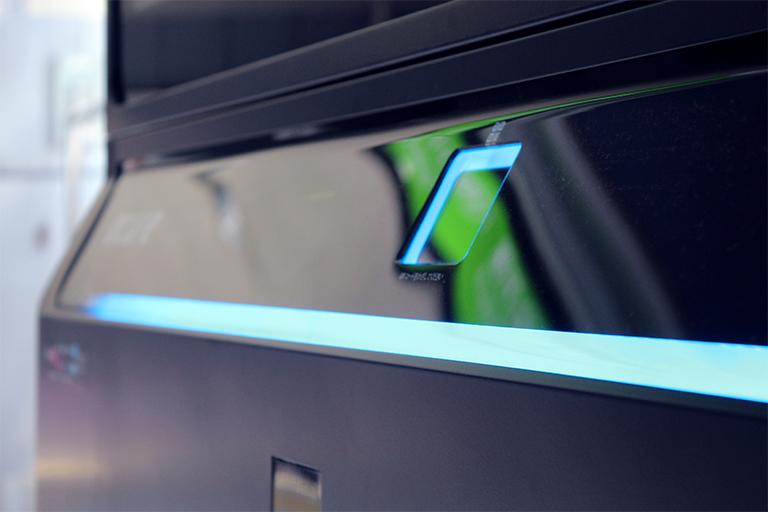 ▲QRコードをイノベーション自販機のこの部分にかざすだけで商品が受け取れる。