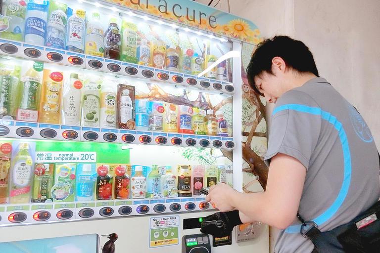 「冷え冷えドリンクとともに、癒しも届けたい!」----飲料自販機・若手オペレーター、真夏の奮闘記!
