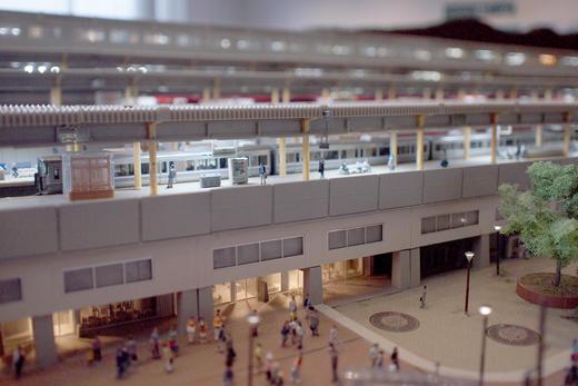 【型紙プレゼント】 電車、駅、そして......?! 小さな世界の大きな楽しみ、素晴らしき<スモールワールド>へようこそ!